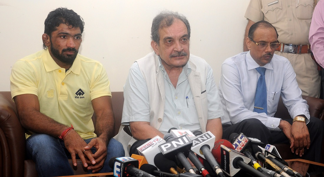 The Union Minister for Steel, Shri Chaudhary Birender Singh addressing after conferring SAIL logo on Rio Olympics Wrestler Yogeshwar Dutt, in New Delhi on July 15, 2016. The CMD SAIL, Shri P.K. Singh is also seen.